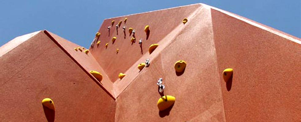 Za penjanje sa sigurnosnom opremom preporuka je postavljanje zidova na minimalnu visinu od 6.25m, ili još bolje od 10m.