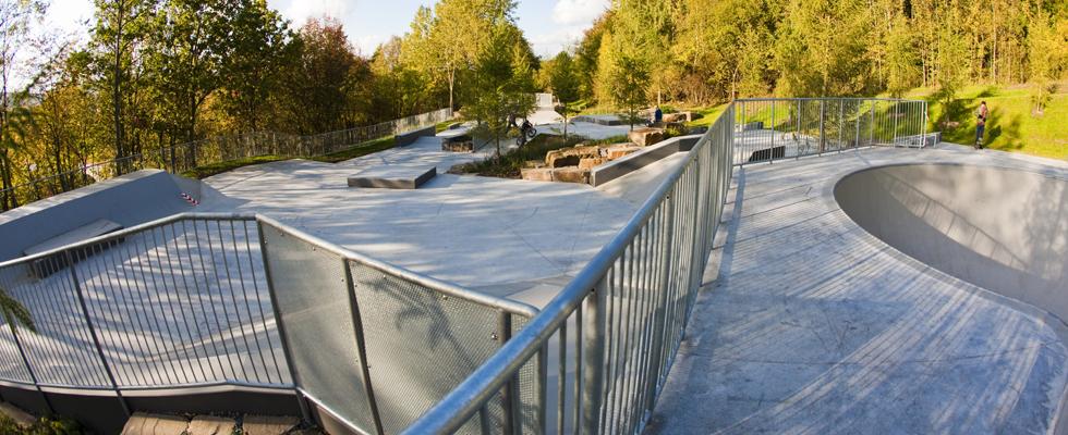 Inspiriran je  urbanom arhitekturom gradova diljem svijet, različita urbanih mjesta mogu se pronaći sjedinjena u  jednom parku. Plaza skate park je san svakog skatera!